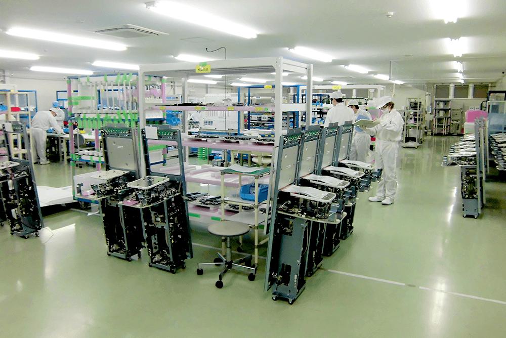 第5工場(簡易クリーンルーム内)