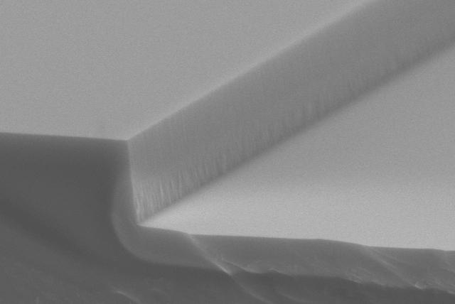 石英 LS 100um加工 側面形状